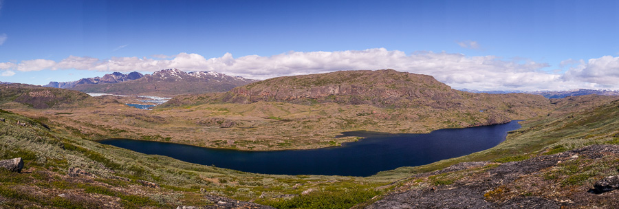 The long, deep blue lake where I had my lunch while hiking from Sillisit to Qassiarsuk via Nunataaq in South Greenland