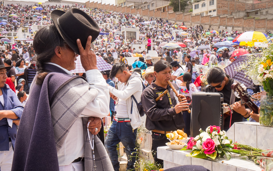 Praying and music - Día de los difuntos - Otavalo - Ecuador