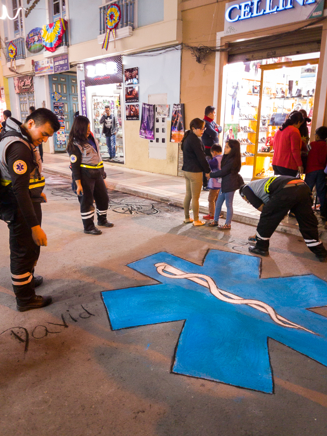 Street Art from Ambulance workers - Festival Internacional de Artes Vivas Loja 2017
