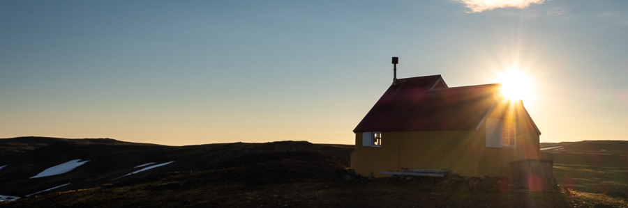 Sunrise at Geldingafell Hut - Shadow of Vatnajökull trek - East Iceland