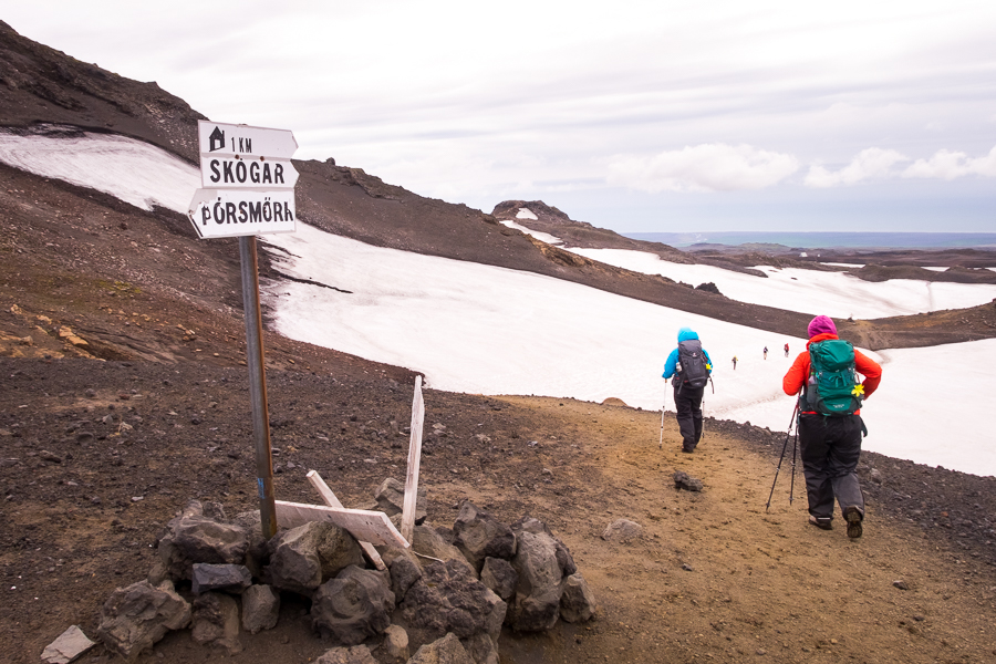 Sign pointing to Skógar and Thorsmork - Laugavegur Fimmvörðuháls Trail - Icelandic Highlands