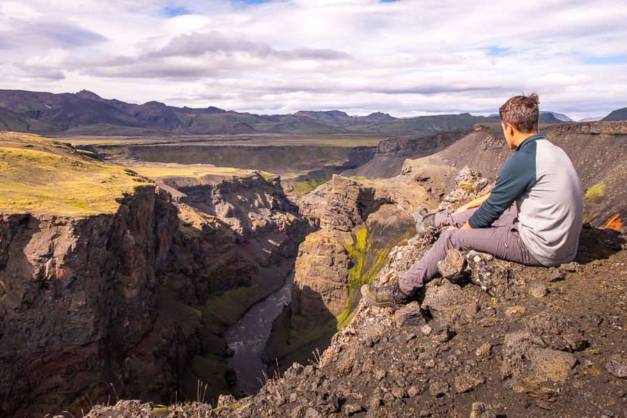 Contemplating the Markarfljót canyon - Laugavegur Trail - Icelandic Highlands