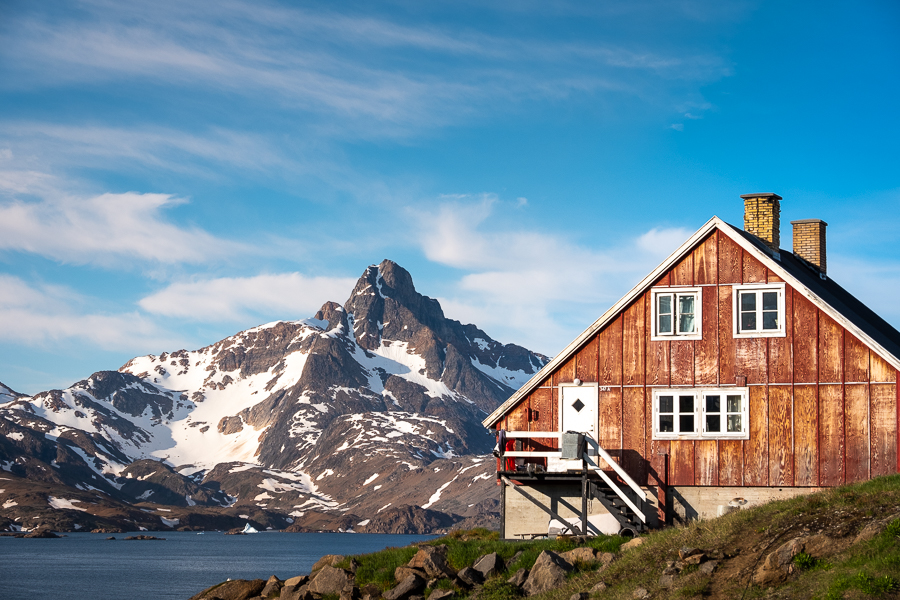 hiking-east-greenland-tasiilaq-house-mountain.jpg