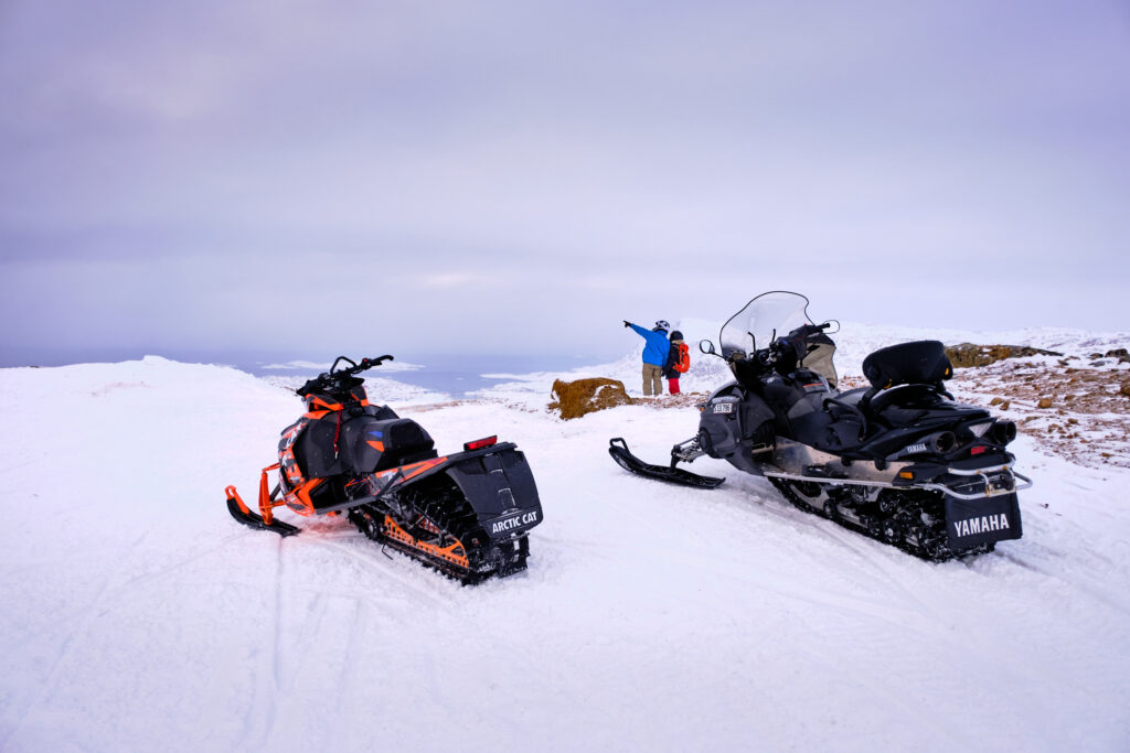 Snowmobilers-and-their-machines-at-the-viewpoint-over-Sisimiut-1024x683.jpg